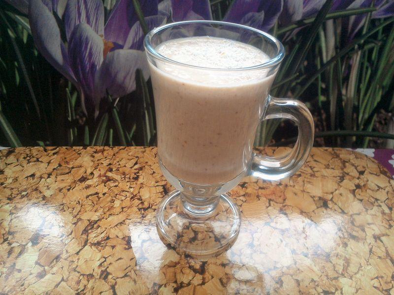 Молочно-сливовый коктейль с халвой